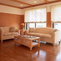 Гостиная в коричневых тонах с глянцевым полом