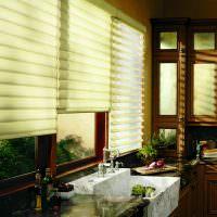 Римские шторы на кухне дачного домика