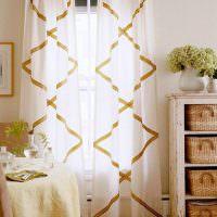 Прозрачные занавески из тюля с геометрическим рисунком