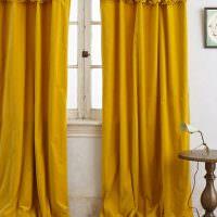 Плотные шторы до самого пола в английском стиле