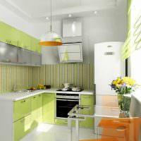 Светлая кухня маленькой площади