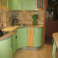 Плавные обводы фасадов кухонного гарнитура