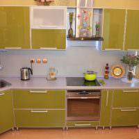 кухонная мебель с фасадами в рамках из алюминиевого профиля