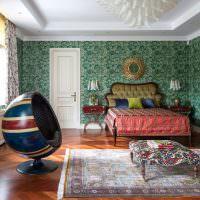Шарообразное кресло в современной спальне