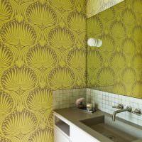 Виниловые обои на стенах ванной комнаты