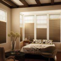 Кровать под окном с жалюзи