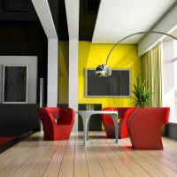 Дизайн гостиной с красными креслами в интерьере