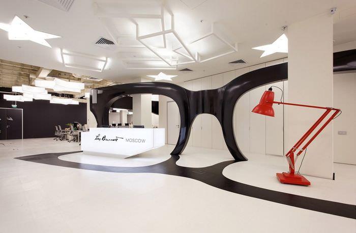 Гигантские очки в качестве офисной декорации