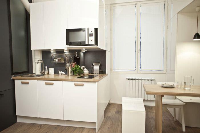 Компактный кухонный гарнитур в небольшой кухне