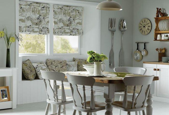 Римские шторы в дизайне кухонного помещения