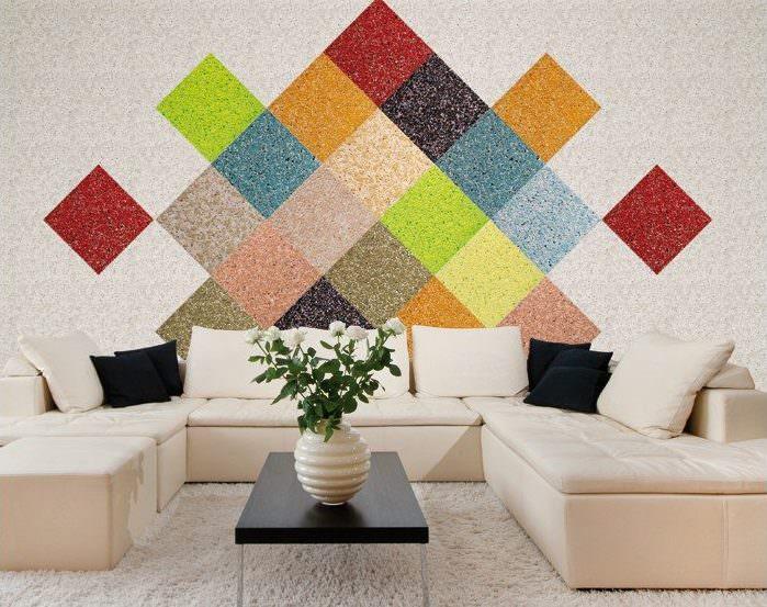 Оформление стены над диваном с помощью жидких обоев