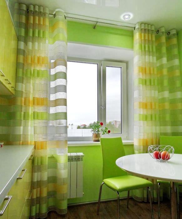 Выбор штор для кухни в зеленом цвете