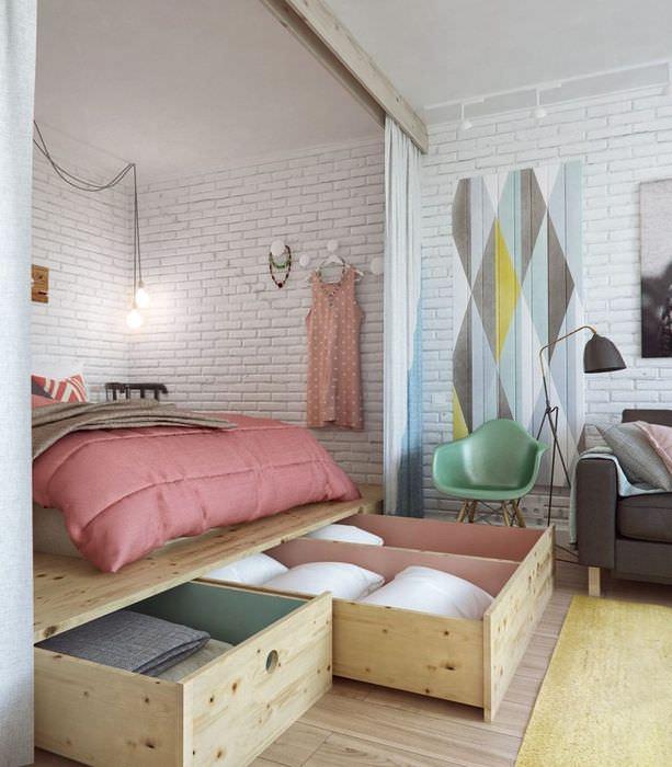Выдвижные ящики под кроватью в однокомнатной квартире