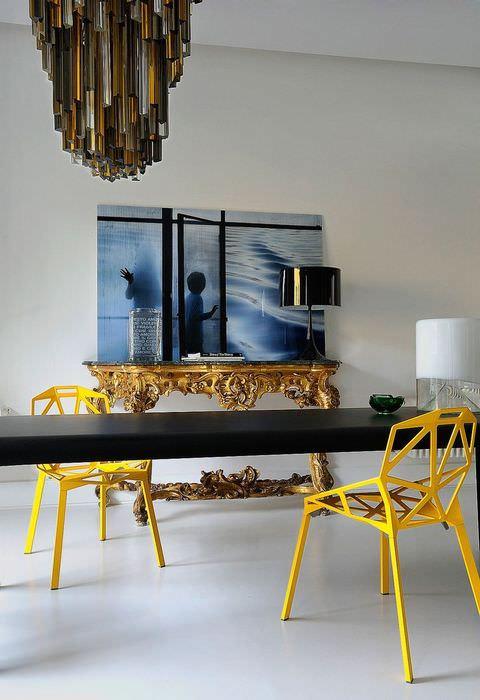 Два желтых стула в стиле модерн