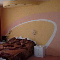 Оформление стены над изголовьем кровати