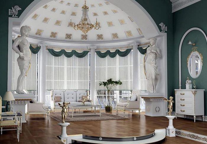 Оформление энкера частного дома в античном стиле