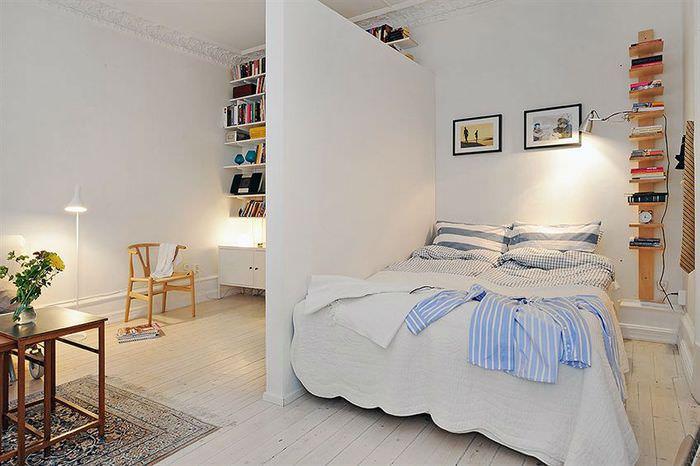 Белая перегородка в квартире-студии