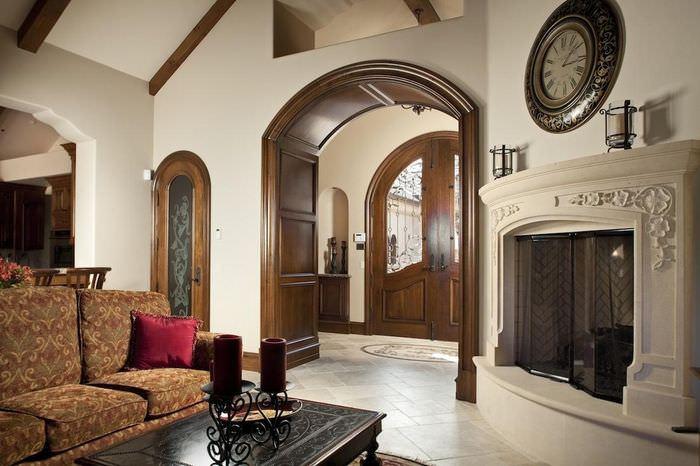 Деревянная облицовка дверного проема