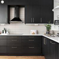 Черные шкафы с матовой поверхностью