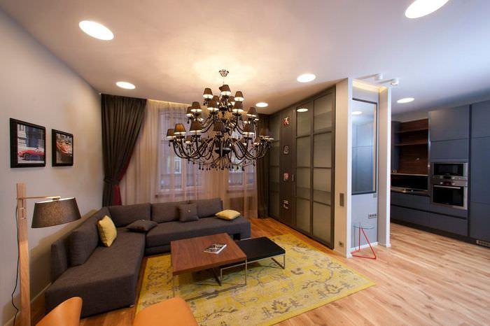 Зонирование комнаты с помощью шкафа с раздвижными дверцами