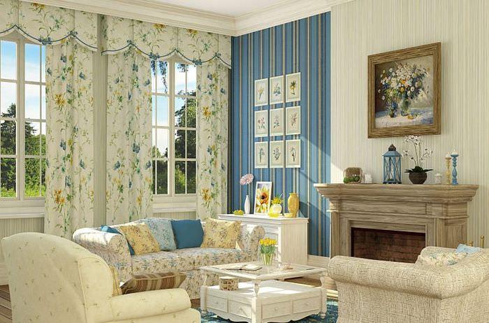 Шторы в цветочек и обои в полоску в гостиной стиля прованс