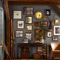Интрьерные декорации на серой стене