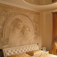 Художественная роспись стены в спальной комнате