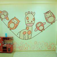 Декор стены в детской комнате своими руками