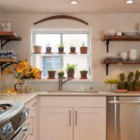 Открытые полки на кухне в частном доме