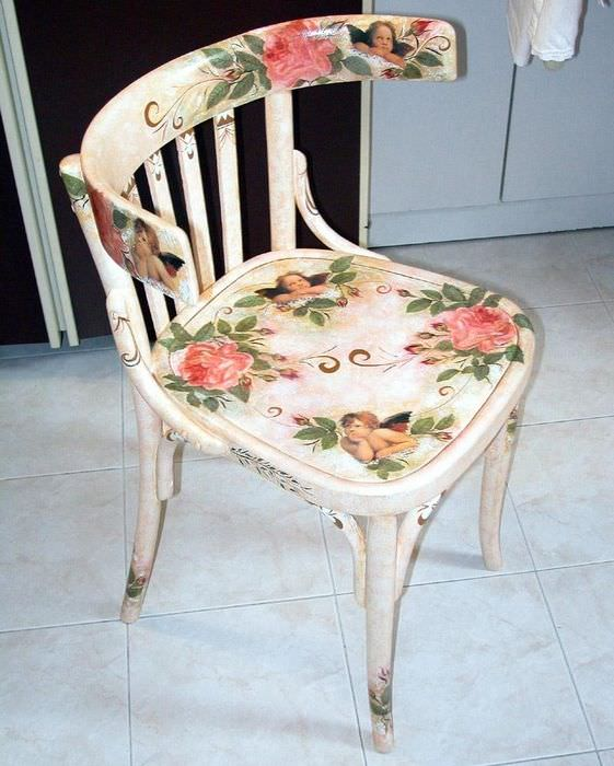 Кухонный стул со спинкой в стиле декупажа