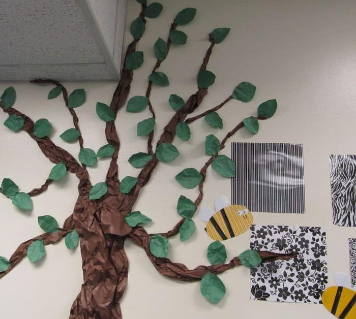 Декор стены с помощью цветной бумаги