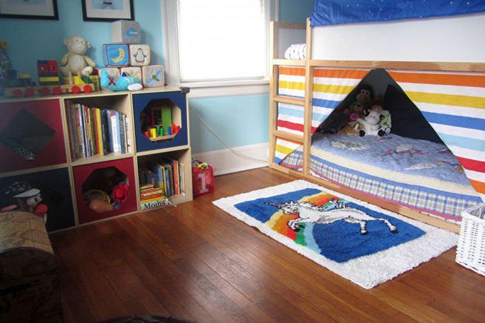 Деревянный пол из досок в детской комнате
