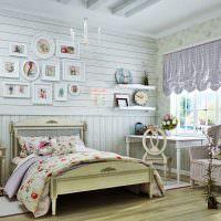 Состаренная мебель в спальне стиля кантри
