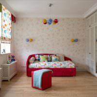 Красная мебель в спальне девочки
