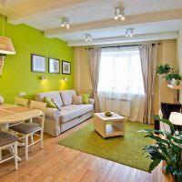Зеленая стена в кухне-гостиной