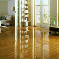 Лакированная поверхность деревянного пола
