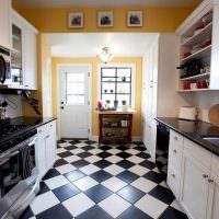 Ромбическая укладка кафельной плитки черного и белого цветов