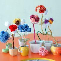 Искусственные цветы из разноцветной бумаги