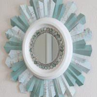 Рамка для небольшого зеркала из бумаги