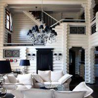 Белые стены деревянного дома