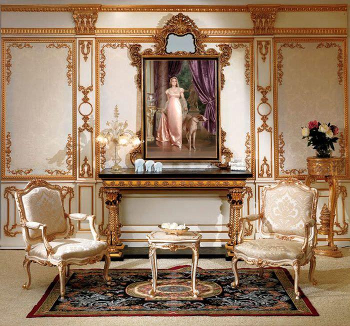 Богатая отделка стен в гостиной стиля барокко