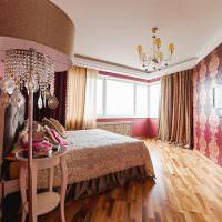 Дизайн современной спальни с двумя типами обоев