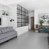 Серый диван с ромбическим рисунком