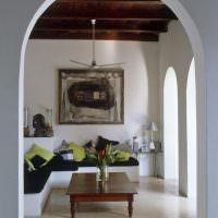 Оштукатуренная арка в деревенском доме