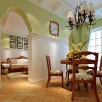 Деревянные стулья с мягким сиденьем
