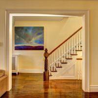 Лестница с фигурной балясиной из дерева