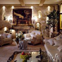 Декоративные ниши в каменной стене гостиной