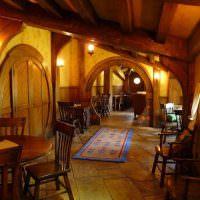 Круглые двери в пивном баре