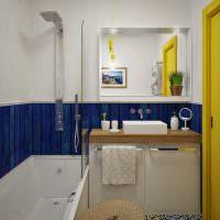Синие панели на стене ванной комнаты