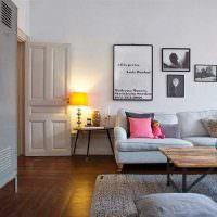 металлический шкаф для рабочей одежды в интерьере жилой комнаты